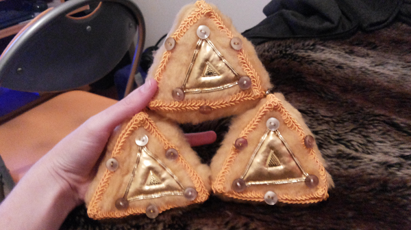 Triforce: Say hello to the fluffy triforce!